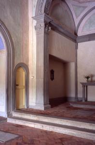 Particolare colonna e navata