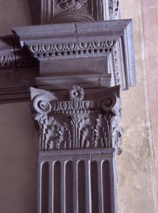 Particolare - decorazione colonna navata