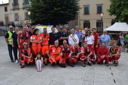 Foto di gruppo finale con il Sindaco e le associazioni di volontariato partecipanti